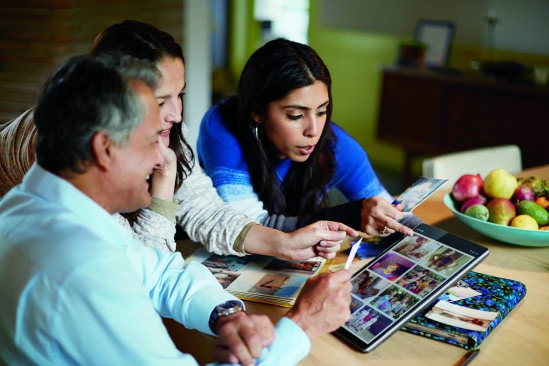 Tres razones para que los abuelos usen tecnología